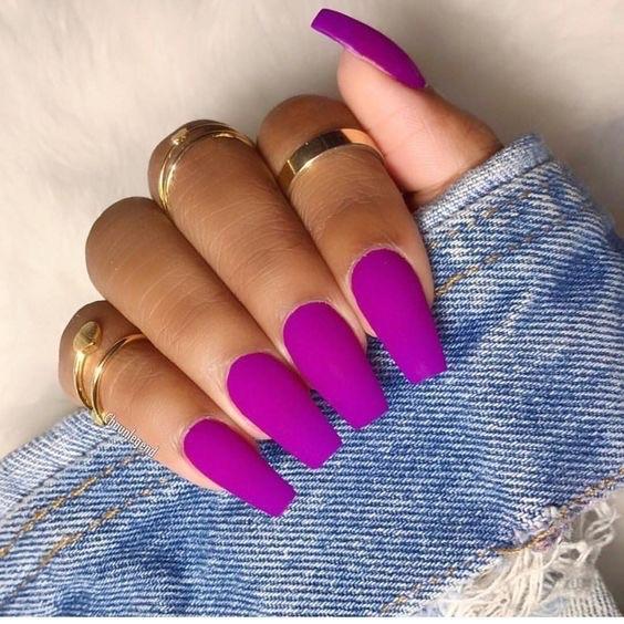 diseños de uñas decoradas -- uñas largas cuadradas color fucsia magenta