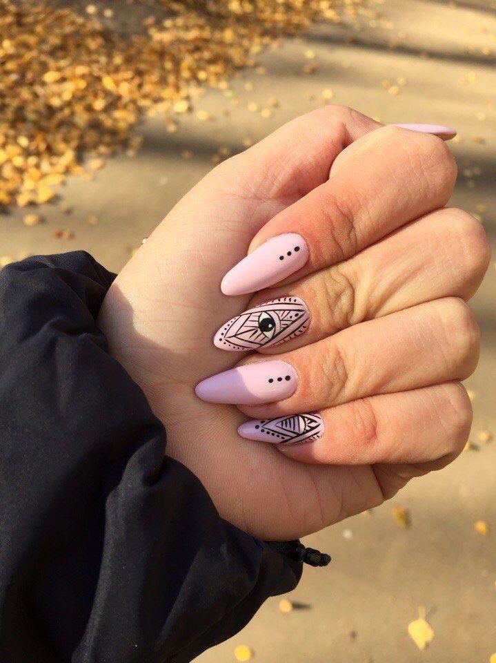 perfect nails - diseños de uñas decoradas chiara ferragani - uñas ojo - diseño de ojo - uñas largas