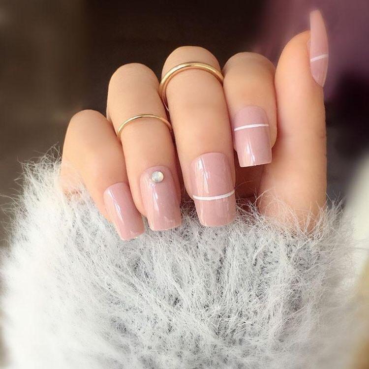 uñas cortas color pastel, con rayita - diseños de uñas decoradas