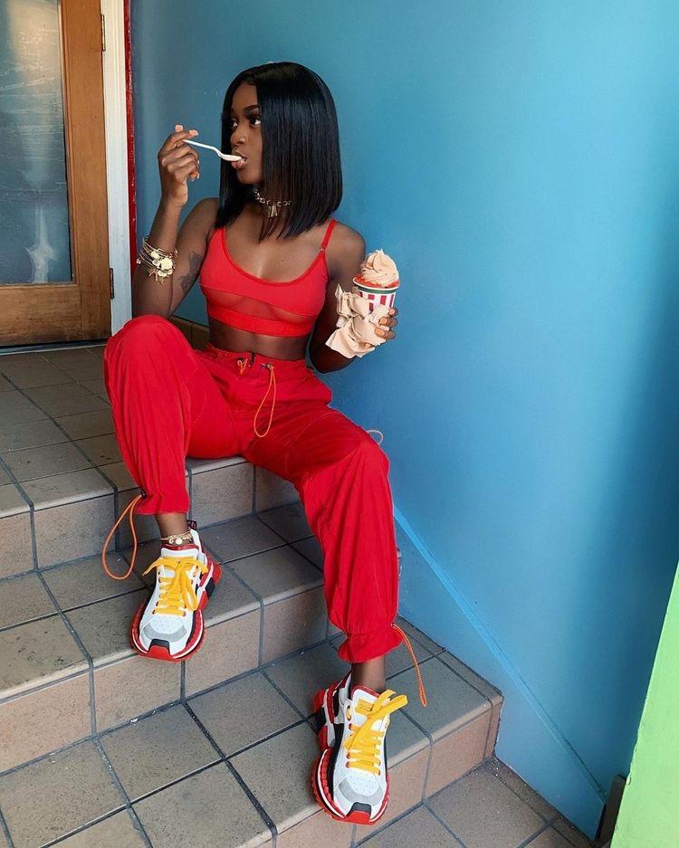 pantalones de neon rojo