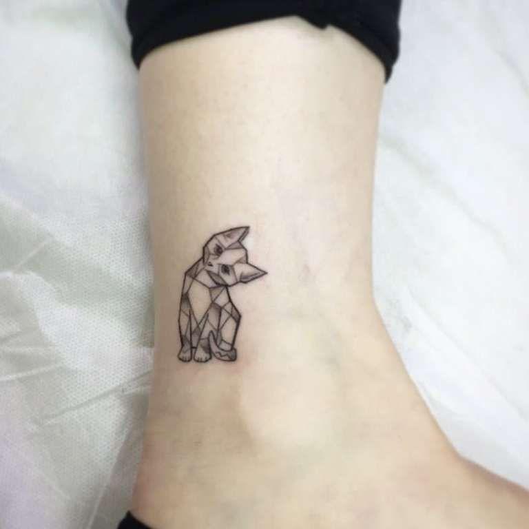 Tatuaje de gato geometrico paragatoscats