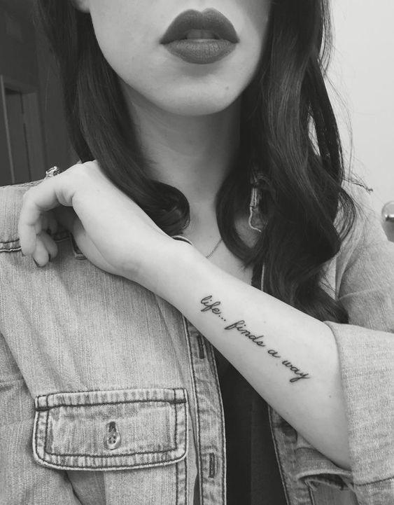 Tatuaje mujer antebrazo