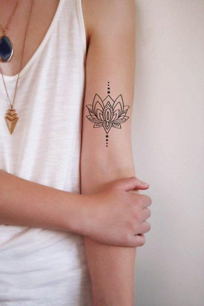 ideas de preciosas diseños de tatuaje flor de loto