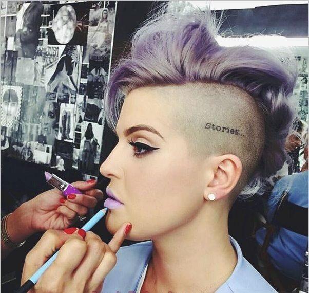 tatuaje mujer en la cabeza o nuca