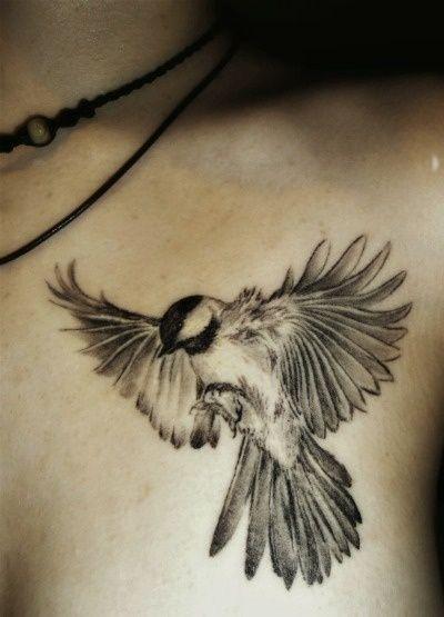 tatuaje pájaro del trueno para mujeres en el hombro