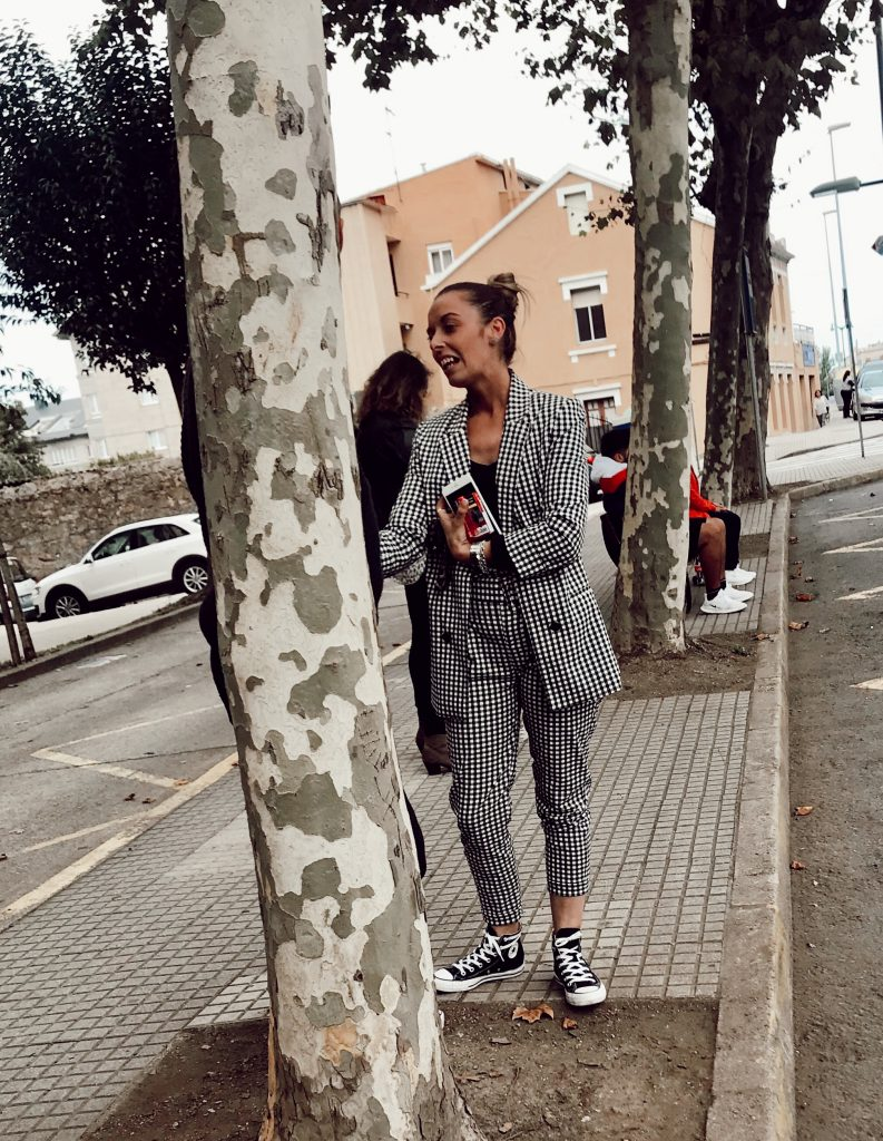 Outfits con converse negras para mujer