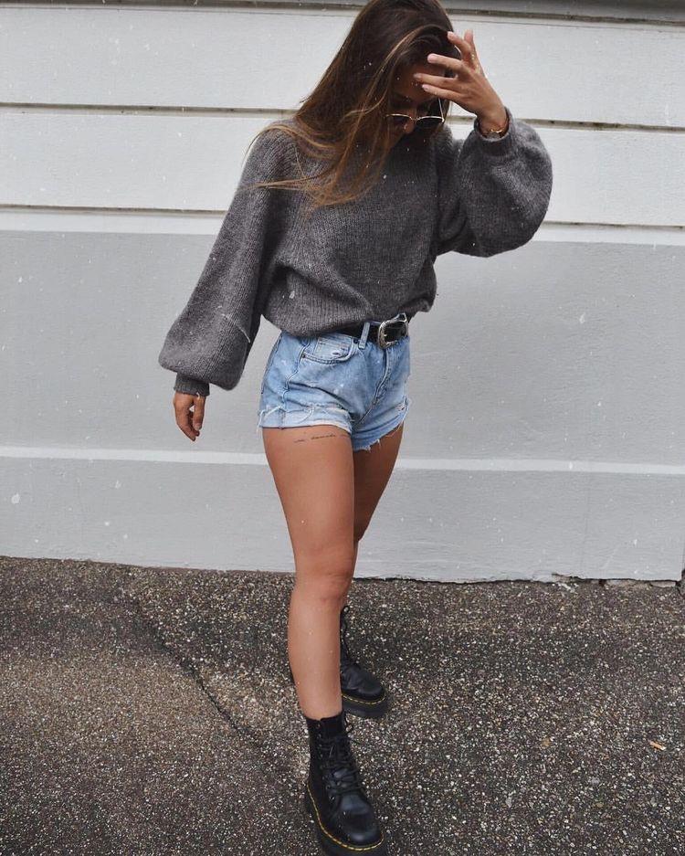 Look botas militares con outfit denim jeans y vaqueros cortos