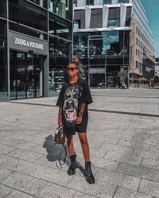 Outfit botas militares para verano con camiseta oversize