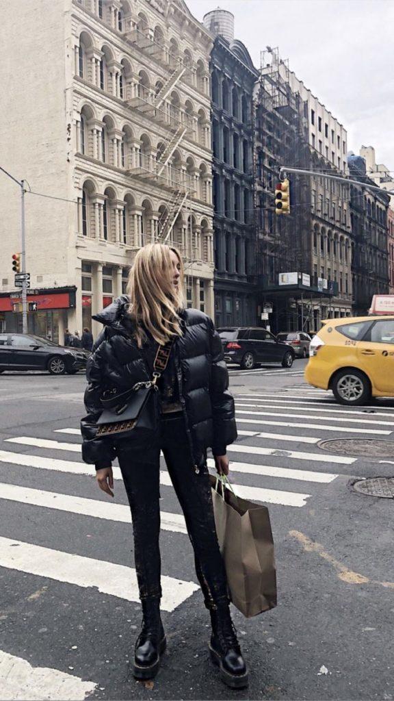 look abrigo largo beige - Outfit botas militares para Invierno