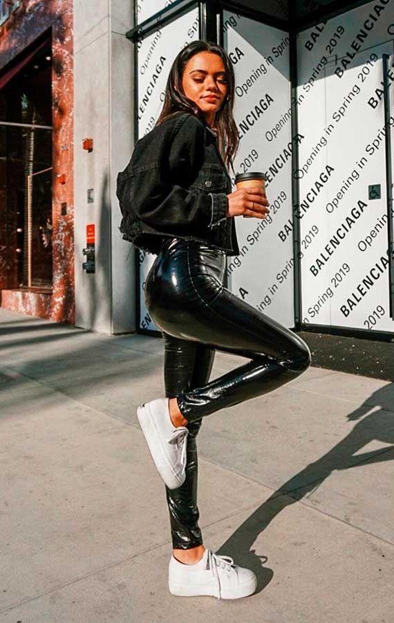 pantaones de piel falsa, pantalones de cuero negros , leggings cuerina- outfit invierno 2020