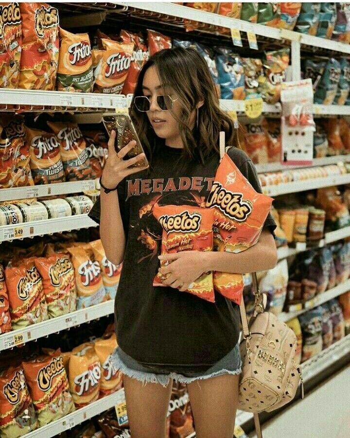 foto con cheetos - foto tumblr en el supermercado