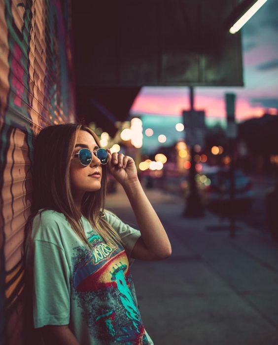 sacarse fotos tumblr en la calle para imitar - fotos en carteles luminosos