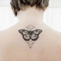 25 Tatuajes de mariposas que simbolizan una metamorfosis
