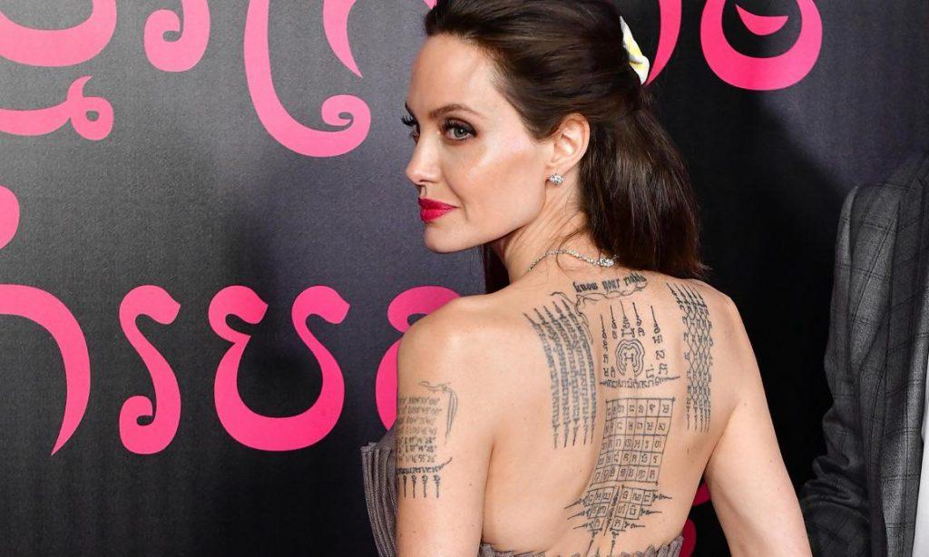 angelina jolie tatuaje en la espalda- Tatuajes de protección budista -